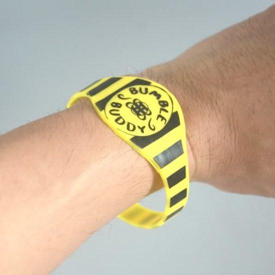 Wearing-silicone-bracelet